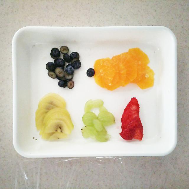 フルーツを薄くカット