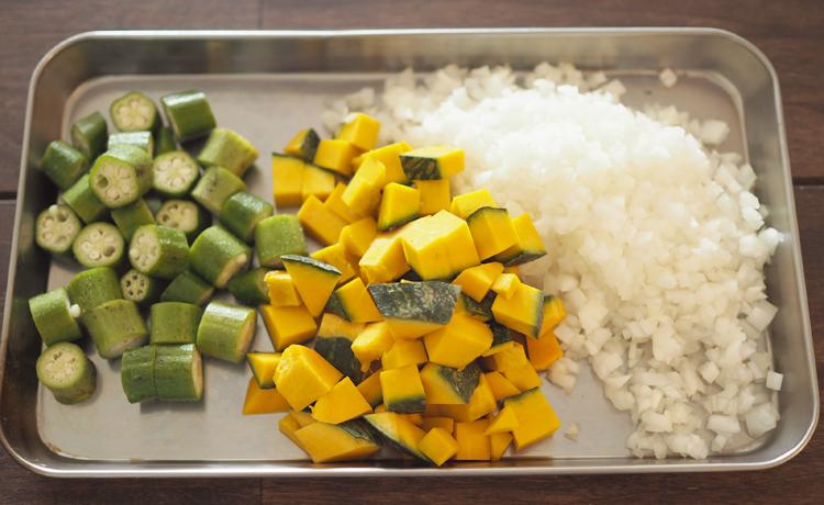 夏野菜キーマカレーの材料