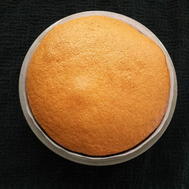 スポンジケーキの焼き上がり