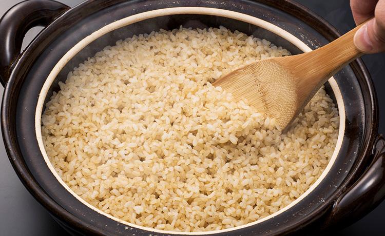 土鍋で炊いた玄米のイメージ写真